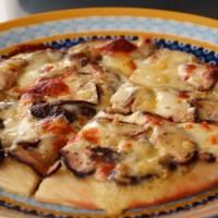 きのことチーズのピザ