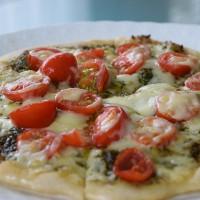 ジェノベーゼトマトピザ