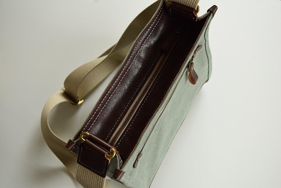 メンズ 革と帆布のショルダーバッグ