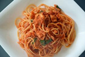 トマトとツナとバジルのスパゲティ